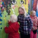 'Live' schilderen Krista's kinders